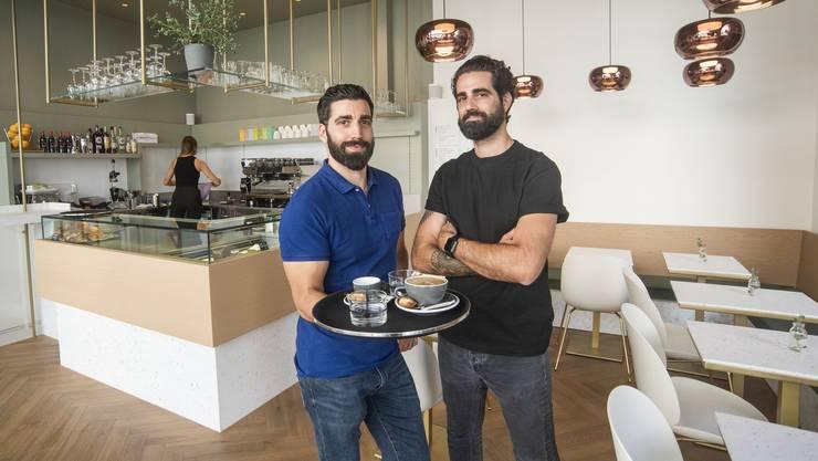 Sandro (links) und Ricardo Scarpellino sind mit ihrem «i favoriti caffé by Grieder» an der Falknerstrasse mehr als nur gut gestartet.