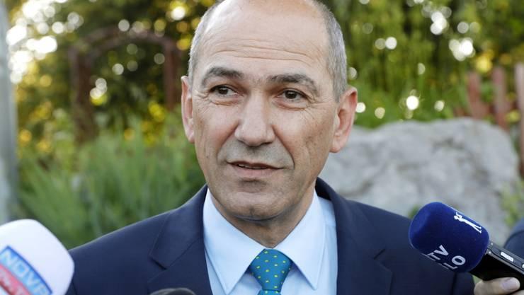 Oppositionsführer Janez Jansa gewinnt laut Umfragen Wahl in Slowenien. Im Fall einer Regierungsübernahme will er das kleine EU- und Nato-Land gegen Migranten hermetisch abriegeln.