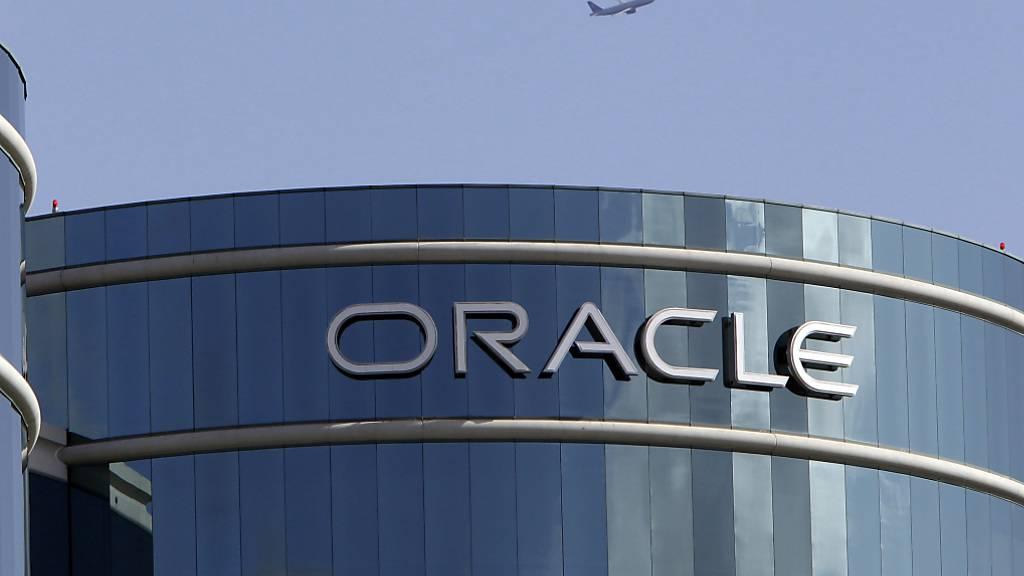Der US-Softwarekonzern Oracle soll in den USA die Technologie-Partnerschaft des chinesischen Video-App Tiktok übernehmen. US-Präsident Donald Trump sieht in Tiktok ein Sicherheitsrisiko, wenn es um Daten von US-Bürgern geht.(Archivbild)