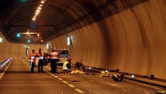 Der Motorradfahrer stürzte und wurde schwer verletzt. (Symbolbild)