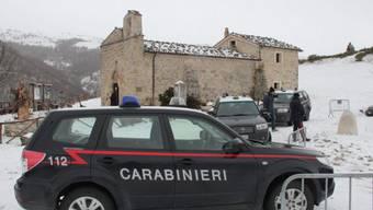 Polizei vor Kirche in San Pietro della Ienca (Archiv)