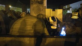 Die Räumung begann in den frühen Morgenstunden und verlief friedlich. Rund 600 Polizisten waren im Einsatz.
