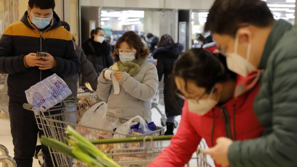 Mehr Todesfälle und Infektionen in China - Erster Toter in Europa