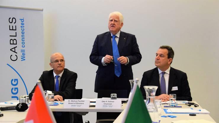 Sie verkünden den Verkauf: Markus Fiechter, Verwaltungsrat Gruppe Brugg; Otto Suhner, Verwaltungsratspräsident Gruppe Brugg; Agostino Scornajenchi, CFO Terna.