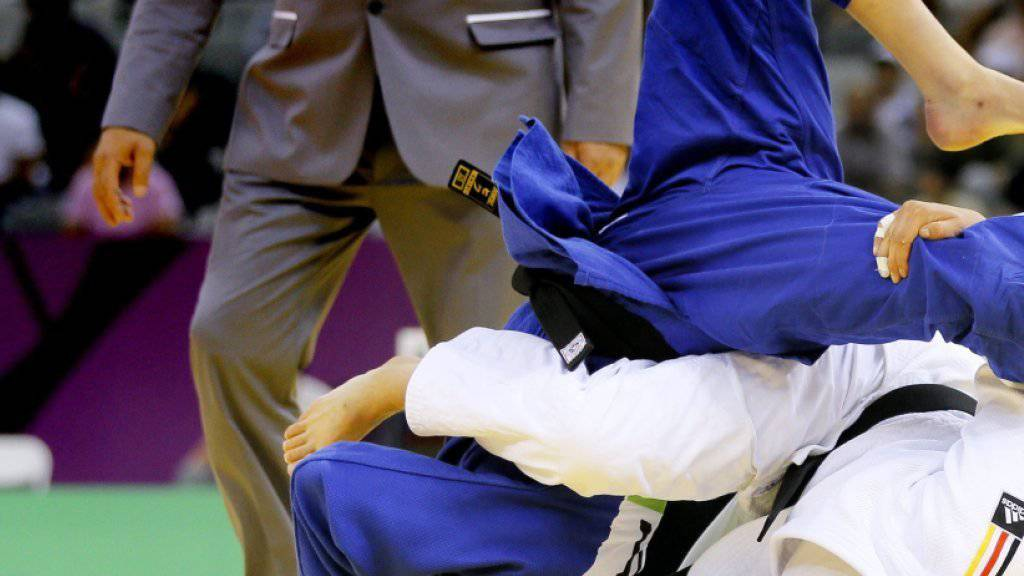 Juliane Robra (in blau) scheitert an den EM in Kasan früh