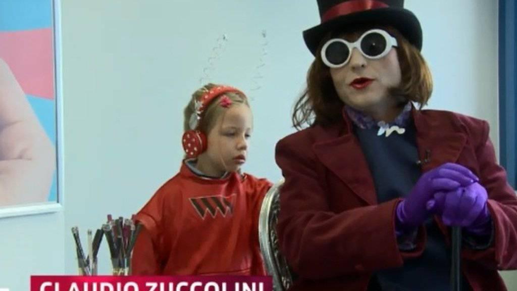 Claudio Zuccolini als Willy Wonka und seine Tochter Lilly als seine Mitarbeiterin (Screenshot SRF).