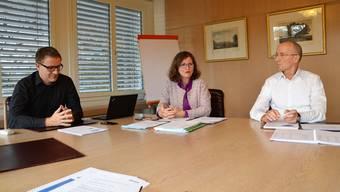 Arsène Perroud, Ariane Gregor und Gregor Kaufmann (von links) bei der Medieninformation.
