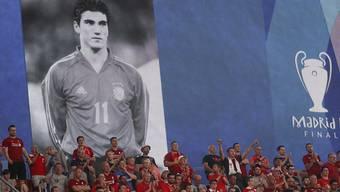 Zuschauer am Champions-League-Final in Madrid gedenken dem verstorbenen spanischen Internationalen José Antonio Reyes