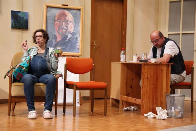Der Lebenskünstler Beni Anderhub (gespielt von Ruedi Eichenberger) verzweifelt fast ob Wally (Nathalie Kehrli), der Patientin seiner Frau.