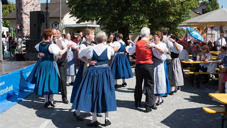 Die Trachtengruppe trug mit flotten Tänzen zum Gelingen des Festes bei.