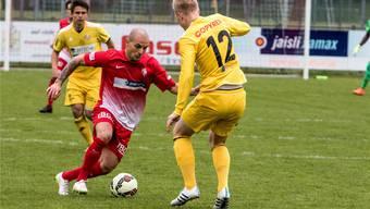 Milos Janicijevic (rot, Dietikon) unter der FC Dietikon können sich den Klassenerhalt sichern.