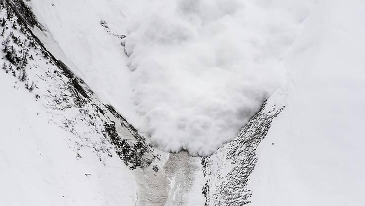 """Lawinengefahr am östlichen Alpenhauptkamm, im nördlichen Graubünden und in der Innerschweiz auf Gefahrenstufe """"gross"""" erhöht: Grosse und vereinzelt sehr grosse Lawinen sind dort zu erwarten. (Archivbild)"""