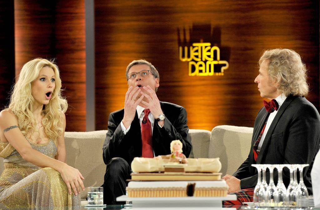 Bald gibt Gottschalk (rechts), im Bild mit Michelle Hunziker und Günther Jauch, ein Comeback mit «Wetten, dass...?». (© Keystone)