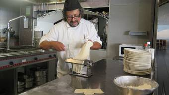 Wirt und Koch Francesco Boccia präsentiert wahre mediterrane Kochkunst.