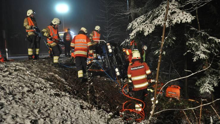 Der 53-jährige Mann wurde in seinem Fahrzeug eingeklemmt und musste durch die Feuerwehr Breitenbach geborgen werden