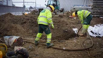 Für Bauarbeiter, die am nächsten Montag in der klirrenden Kälte arbeiten müssen, heisst es: Warm anziehen.  (Archivbild)