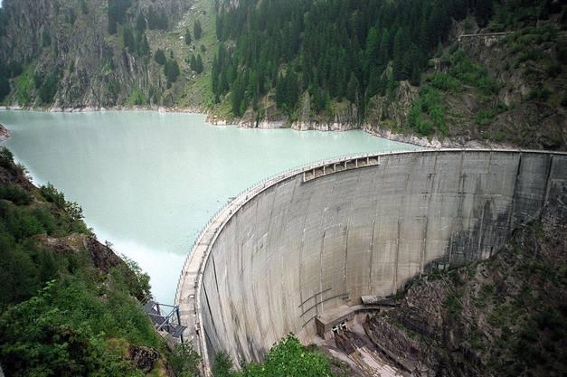 Das Wasser im Stausee Gebidem stammt aus dem Aletschgletscher und ist reich an Ablagerungen. Die 55 m3 Wasser, die im Kraftwerk Bitsch pro Sekunde turbiniert werden, enthalten zwischen 10 und 13 kg Sand. Pro Stunde sind das an die 40 Tonnen.