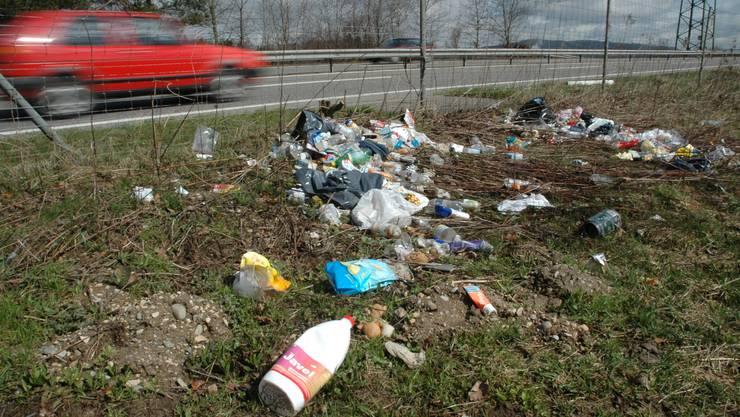 Niemand fühlt sich verantwortlich: Liegengelassener Abfall bedeutet zusätzlichen Aufwand für Reinigungsequipen.