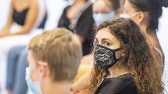 Für alle Personen auf dem Schulareal der Oberstufe Sins AG gilt eine befristete Maskenpflicht. (Symbolbild)