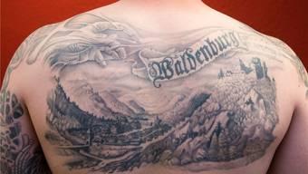 Zwanzig Stunden Schmerzen haben sich gelohnt: Das Waldenburg-Tattoo in seiner ganzen Pracht.