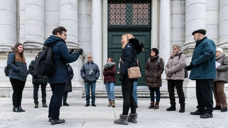 An der Stadtführung «Geschichten unterwegs – hören Sie zu und erzählen Sie selbst» erzählen die Teilnehmer ihre Geschichten.