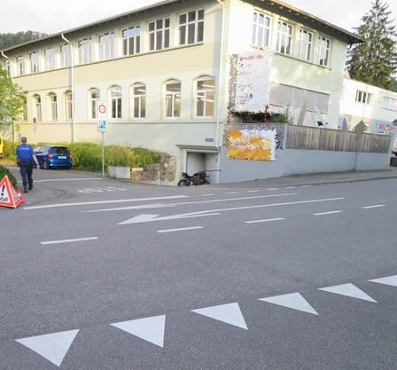 Beim Anfahren fährt der Lenker (32) über die Strasse und direkt in eine Mauer.