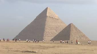 """Läufer aus der ganzen Welt haben am """"Pyramids Half Marathon"""" in Kairo teilgenommen. Dieser spektakulärer Halbmarathon mit einer atemberaubender Aussicht fand zum zweiten Mal statt."""