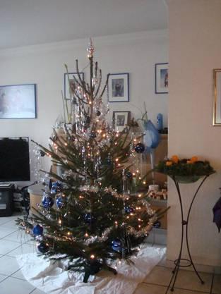 Unser Weihnachtsbaum in Blau