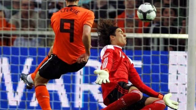 Hollands Robin van Persie traf gegen Mexiko zweimal