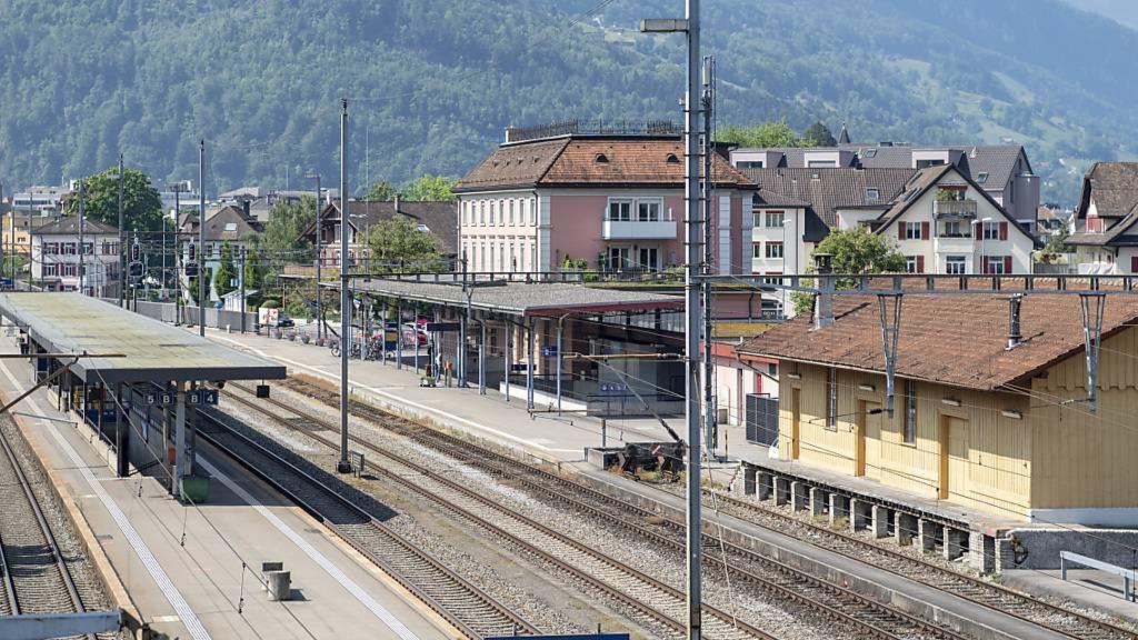 Die SBB investieren 9 Millionen Franken in den Umbau des Bahnhofs von Brunnen. (Archivbild)