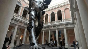 """Mit Skulpturen wie dem """"Demon with Bowl"""" zelebriert Damien Hirst in Venedig das Gigantomane und Phantastische."""