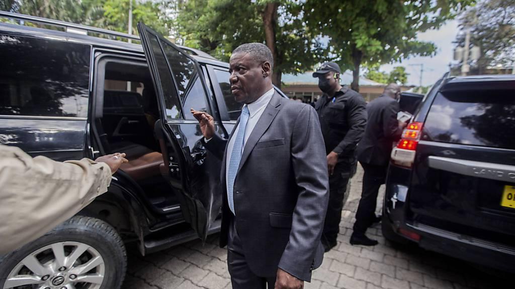 Liszt Quitel, neuer Justizminister in Haiti, nach seiner Amtseinführung. Foto: Richard Pierrin/AP/dpa