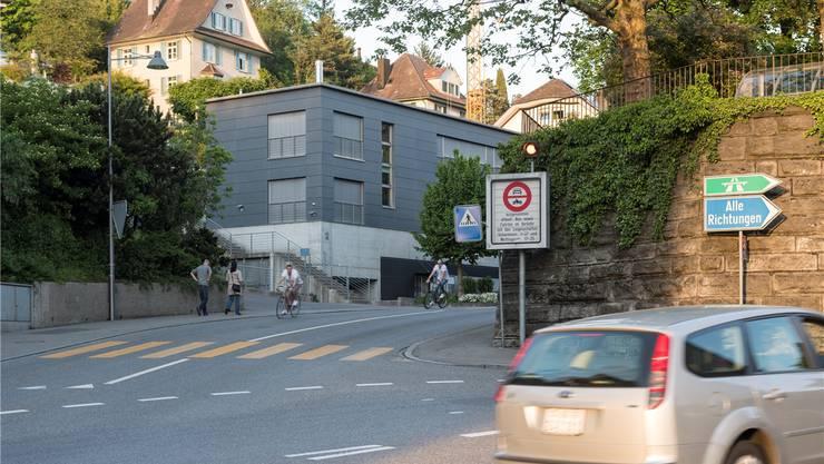 Unter anderem dank der Überwachung von Fahrverboten rechnet Baden mit hohem Bussenertrag: so bei der Schartenstrasse ...