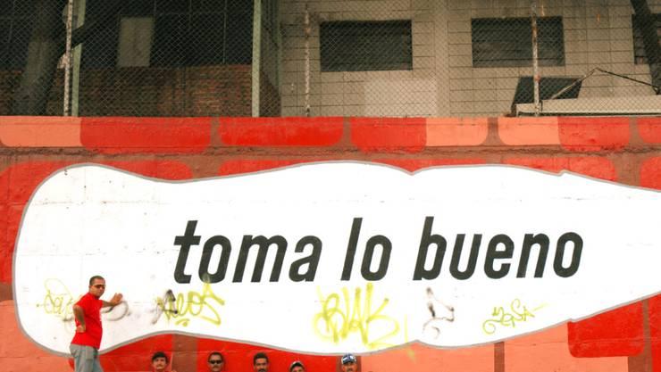 Haben wegen Zuckermangels nichts mehr zu produzieren: Coca-Cola-Arbeiter in der venezolanischen Hauptstadt Caracas. (Archivbild)