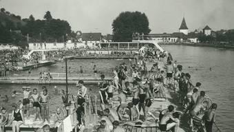 Äusserst beliebt: Am 18. August 1932 tummelte sich halb Aarau in der Aarebadi oberhalb des heutigen IBAarau-Kraftwerks.