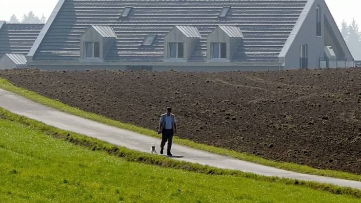 Bauland soll nicht mehr gehortet, sondern überbaut werden. (Symbolbild)