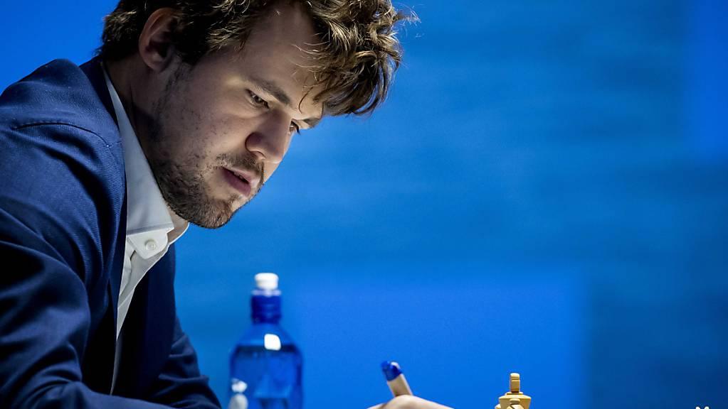 Der Weltmeister Magnus Carlsen weiss nun, auf welchen Gegner er sich vorbereiten darf. Im November will er seine Regentschaft, die seit 2013 anhält, verlängern.