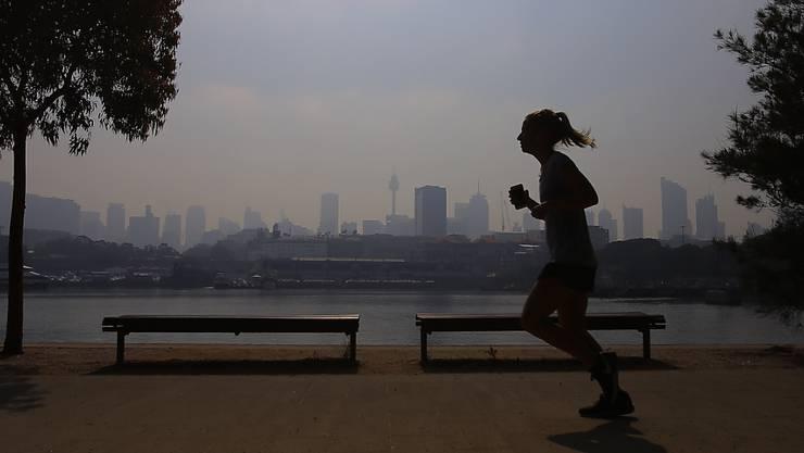 Dicke Luft in Sydney: Rauch von nördlichen Buschbränden hüllt derzeit die australische Millionenmetropole ein.