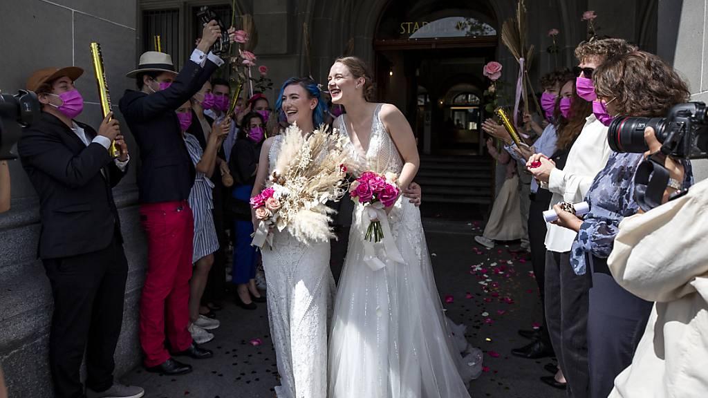 Deutliches Ja zu «Ehe für alle» zeichnet sich ab