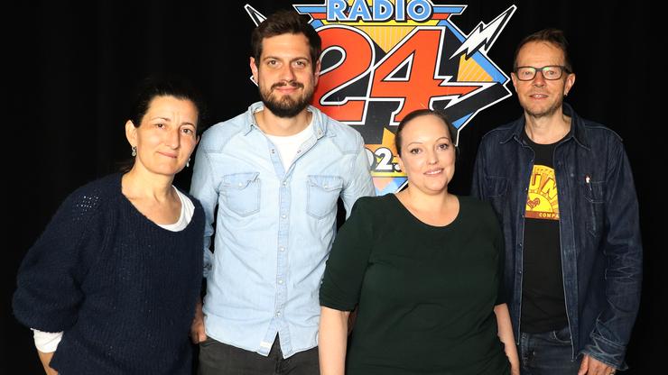 Dominik Widmer diskutiert in einem exklusiven «Radio 24»-Talk. Die Teilnehmer der Gesprächsrunde von links nach rechts: Erika Haltiner, Dominik Widmer, Chantal Obrist und Bänz Friedli.