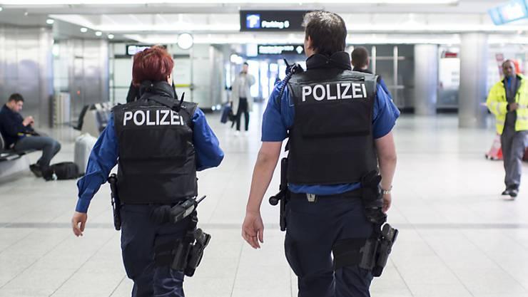 Wegen den temporär erhöhten Personal- und Rekrutierungskosten bei der Stadtpolizei Winterthur, beantragt der Stadtrat einen Nachkredit von 661`000 Franken. (Themenbild)