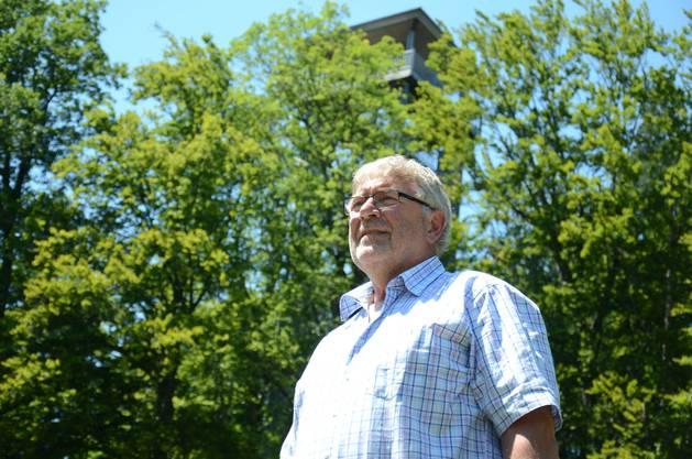 Walter Bühler und sein Turm, der Oetwiler Gemeinderat ist Vizepräsident des Vereins, der das Projekt vorangetrieben hatte.