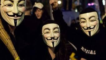 Guy-Fawkes-Masken als Symbol von Anonymous (Archiv)