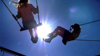 Die Schaukel ist noch eines der beliebtesten Spielgeräte für Kinder.Michael Probst/ap/keystone