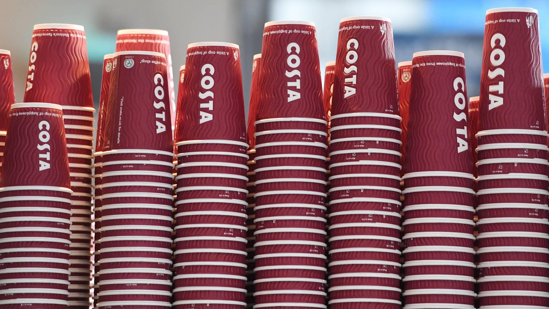 Das rot-weisse Costa-Logo sieht man im Ausland überall.