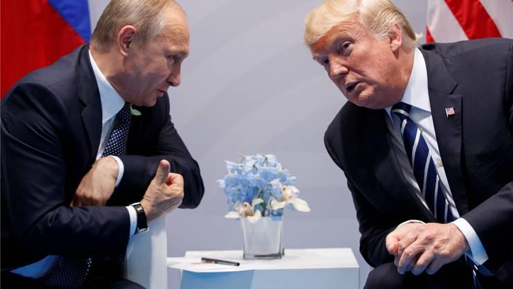 Wladimir Putin (l) und Donald Trump: Getroffen haben sich die beiden schon zwei Mal. Heute finden sie zum bilateralen Gipfel in Helsinki zusammen. AP/KEY