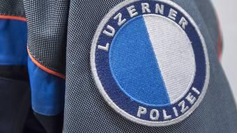 Anhänger des Berner Fussball-Clubs Young Boys lieferten sich nach dem Spiel gegen den FC Luzern im Luzerner Bahnhof Scharmützel mit der Polizei. (Symbolbild)
