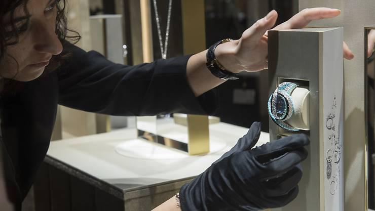 Schwierige Zeiten für die Uhrenindustrie: Eine Cartier-Uhr wird an der Uhrenmesse SIHH in Genf präsentiert. (Archivbild)