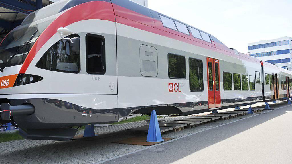 Stadler Rail hat einen Auftrag aus Deutschland im Wert von rund 100 Millionen Euro über die Lieferung von 16 «Flirt»-Zügen erhalten. (Archiv)