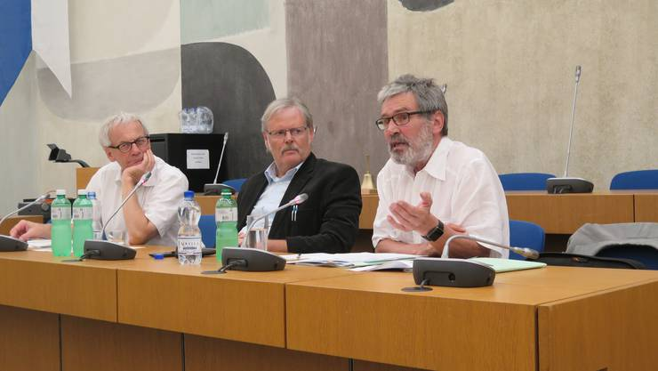 Von links Nationalrat Kurt Fluri, Moderator Urs Huber und Ständerat Roberto Zanetti.